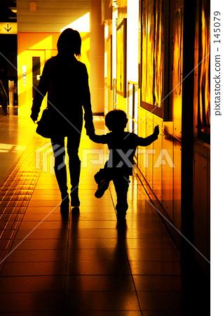 照片素材(图片): 母子 父母和小孩 亲子