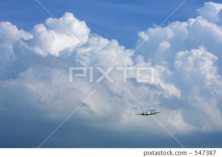 积雨云 飞机 白色