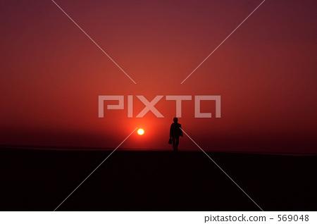 夕阳 首页 照片 天空 日落 日落 地平线 日落 夕阳  *pixta限定素材仅