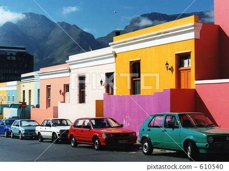 照片素材(图片): 一排房子 每扇门 城市风光