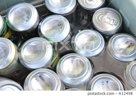 一听啤酒热量_图库照片: 户外 罐装果汁 一听啤酒