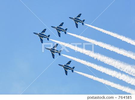 飞机 蓝色冲击波 空中特技