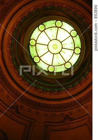 照片素材(图片): 东京国立博物馆 圆窗 彩色玻璃