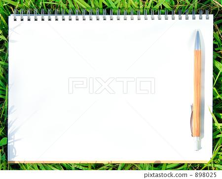 螺旋装订的笔记本 绘本