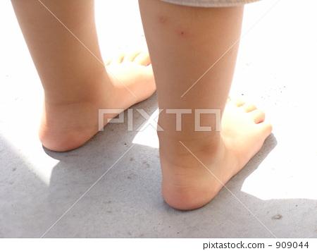 儿童 脚 赤脚