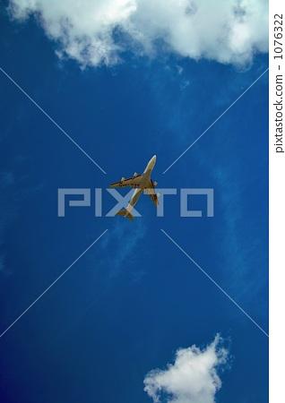 飞机 喷气式飞机 蓝天