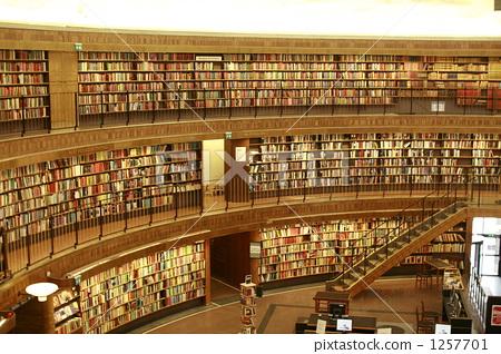 照片素材(图片): 书架 图书馆 旅行