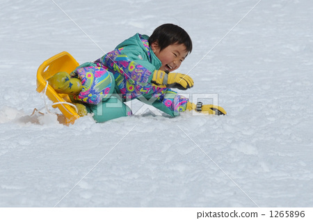 首页 照片 人物 男性 男孩 雪橇 滑雪场 滑雪度假村  *pixta限定素材