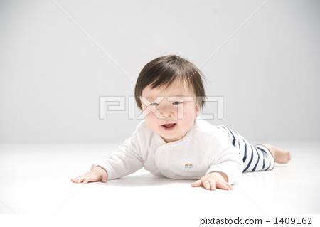 图库照片: 爬行 婴儿 宝宝