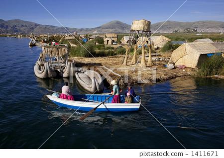 图库照片: 提提喀喀湖 乌鲁斯岛 多多拉