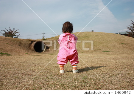 图库照片: 背影 站立姿势 婴儿