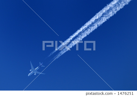 喷气式飞机 白烟 飞机