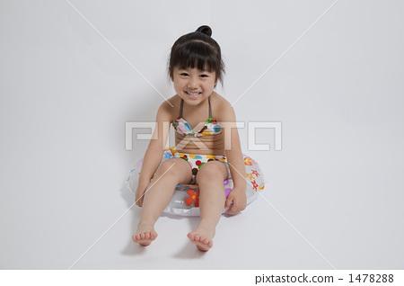 人物 女性 女孩 照片 游泳圈 充气 正面 首页 照片 人物 女性 女孩