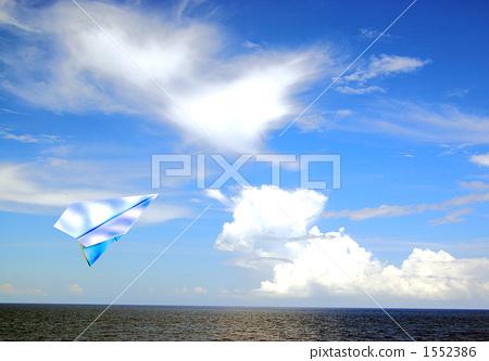 天空纸飞机意境壁纸