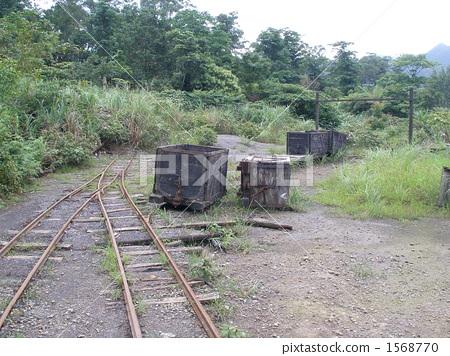 已废弃的铁路线 轨道车 手推车