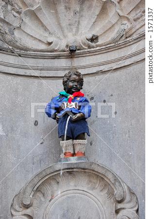 图库照片: 丘比特雕像向喷泉里撒尿 铜像 里程碑