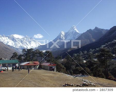 风景_自然 山 雪山 珠穆朗玛峰 阿玛达布朗峰 洛子峰  *pixta限定素材