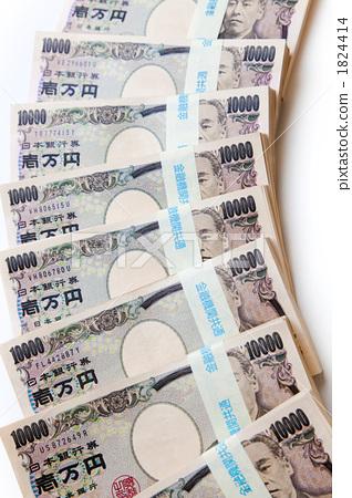 照片素材(图片): 一叠钞票 现金 一万元