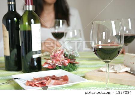 照片素材(图片): 家庭聚会 午餐 宴会