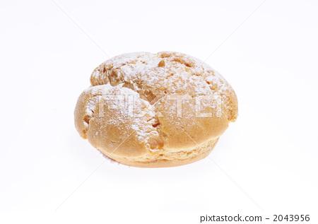 照片: 奶油泡芙 蛋糕 白色背景