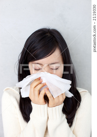 图库照片: 擤鼻涕 女性 女