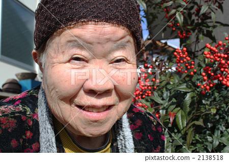 老年美女生活照