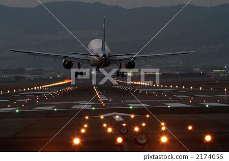 飞机 机场 跑道