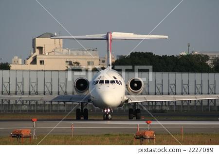 照片: 飞机 正面 交通