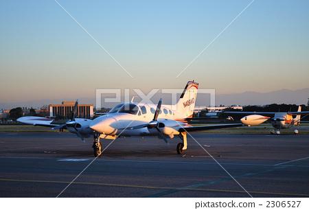 螺旋桨飞机 双引擎飞机