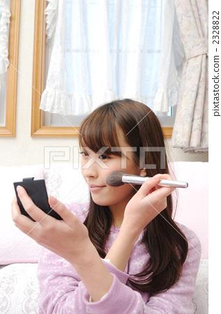 照片素材(图片): 化妆品 化妆 女生