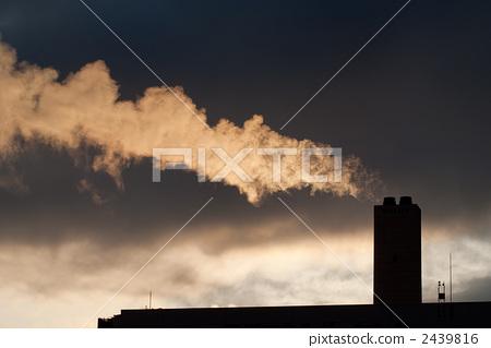 首页 照片 姿势_表情_动作 表情 恐怖 烟囱 烟雾 烟  *pixta限定素材