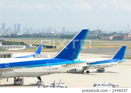 照片素材(图片): 机场 客用飞机 商务旅行