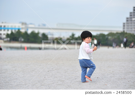 儿童 人物 玩沙
