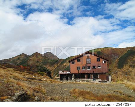 山区别墅 山野中的小木屋 山庄