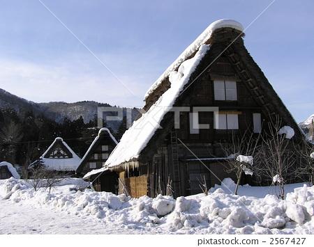 人字形木屋顶 农村 雪国