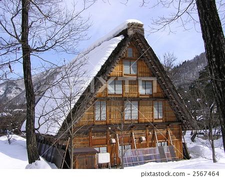 人字形木屋顶 稻草茅草屋顶