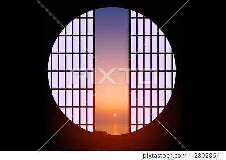 插图素材: 圆窗
