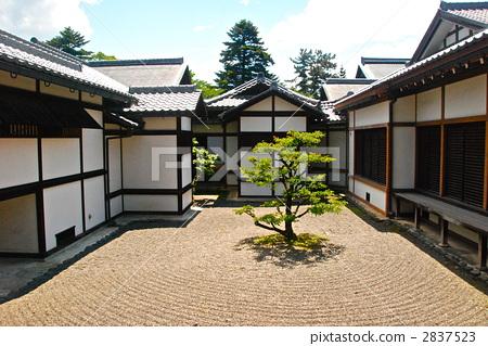 日式房屋 院子 花园
