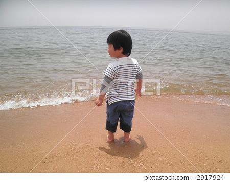 图库照片: 两岁婴儿 背影 男孩