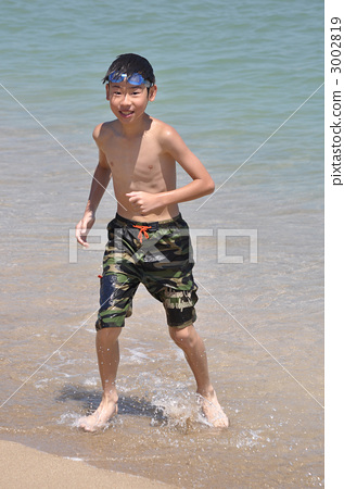 小学生 沙滩大海 画画