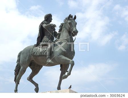 图库照片: 骑马的雕像 女性 女