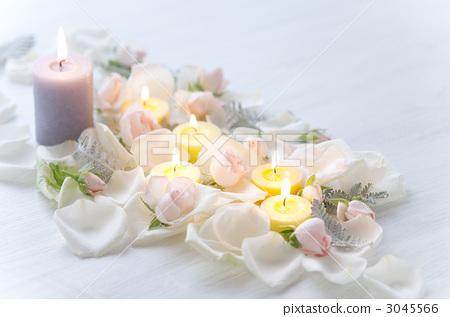 蜡烛鲜花矢量图