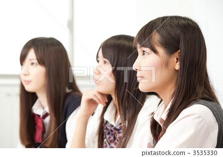 人 首页 照片 人物 学生 高中生 高中女生 高中生 人  *pixta限定素材