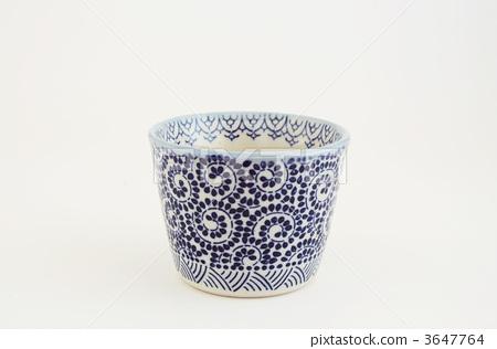 图库照片: 盛荞麦汤的杯子 蔓藤花纹 工业艺术品