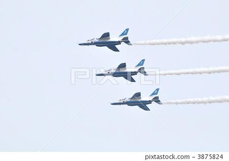 飞机 编队飞行 蓝色冲击波