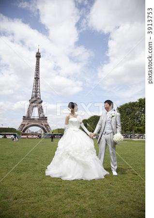 巴黎铁塔唯美婚纱照图片
