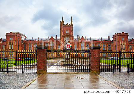 queen's university of belfast