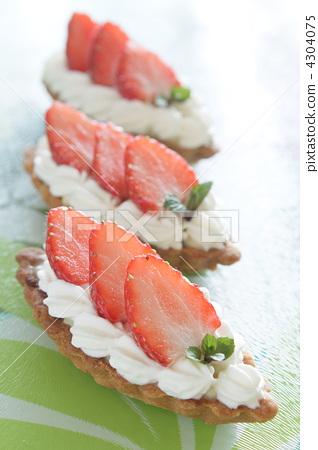 图库照片: 草莓挞 种迷你塔饼 挞
