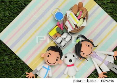 家庭 洋娃娃 野餐