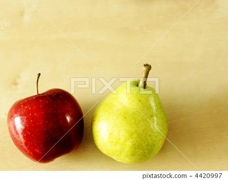 水果 梨 苹果树上
